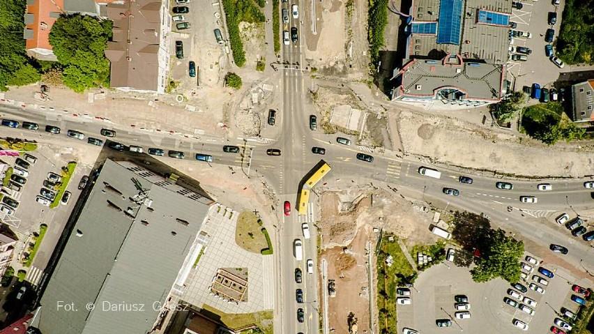 Wałbrzych: Czeka nas paraliż komunikacyjny w Centrum. Planowane zamknięcie skrzyżowania Sikorskiego-Wysockiego (ZDJĘCIA Z DRONA)