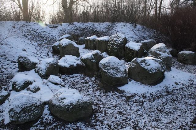 W Złotowie leżącym na pograniczu gmina Barcin i Złotniki Kujawskie zobaczyć można kamienny grobowiec sprzed 4000 lat
