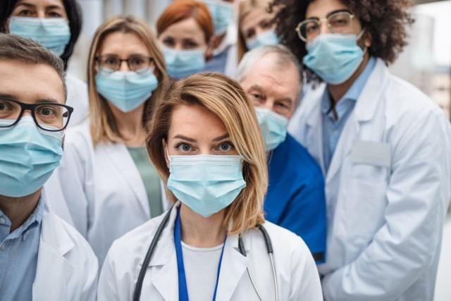 Maski medyczne są przeznaczone przede wszystkim dla lekarzy