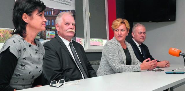 Na zdjęciu od lewej: Renata Kiempa, Mariusz Łuczyk, Jóżefa Szczurek-Żelazko i Sebastian Irzykowski