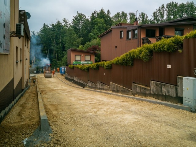 W Będzinie trwają remonty dróg, powstają też nowe chodniki   Zobacz kolejne zdjęcia/plansze. Przesuwaj zdjęcia w prawo - naciśnij strzałkę lub przycisk NASTĘPNE