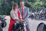 Motocyklowy ślub i parada, z zabytkową warszawą na czele. Członkowie klubu Moto Freedom zrobili nowożeńcom niespodziankę