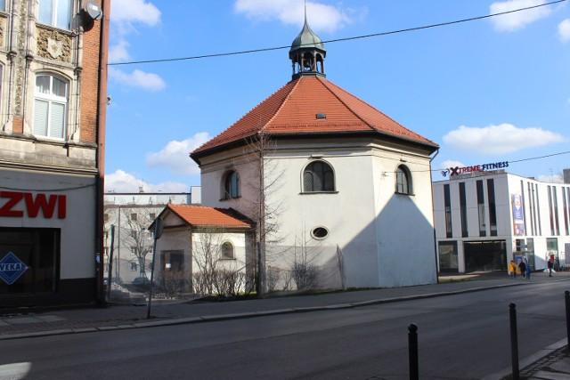 Badania archeologiczne trwają przy kościele św. Ducha w Bytomiu. Zobacz kolejne zdjęcia. Przesuwaj zdjęcia w prawo - naciśnij strzałkę lub przycisk NASTĘPNE >>>