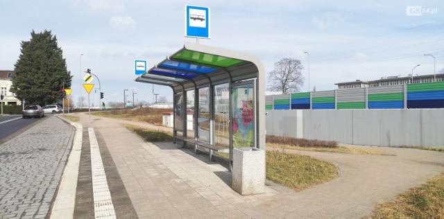 Nieużywana wiata przystankowa w Szczecinie