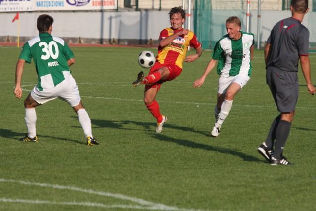 Sławomir Pach (z lewej) zagrał jesienią w 15 meczach Chojniczanki