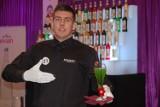 Maciej Dudek pokazał talent do robienia drinków