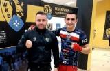 """Dominik Harwankowski z WKB """"Gryf"""" Wejherowo skrzyżuje rękawice podczas Rocky Boxing Night"""