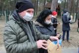 #zbierz5 – akcja OSiR-u w Miastku zatacza coraz szersze kręgi. Mieszkańcy dołączają do zbierania śmieci