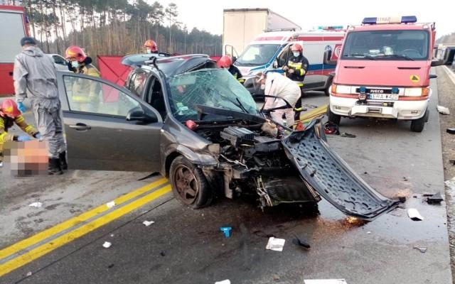 Wypadek na DK 1 koło Radomska. Śmiertelne zderzenie z tirem na wysokości Szczepocic Rządowych