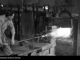 Tak pracowano kiedyś w hucie szkła w Krośnie. Zobacz archiwalne zdjęcia
