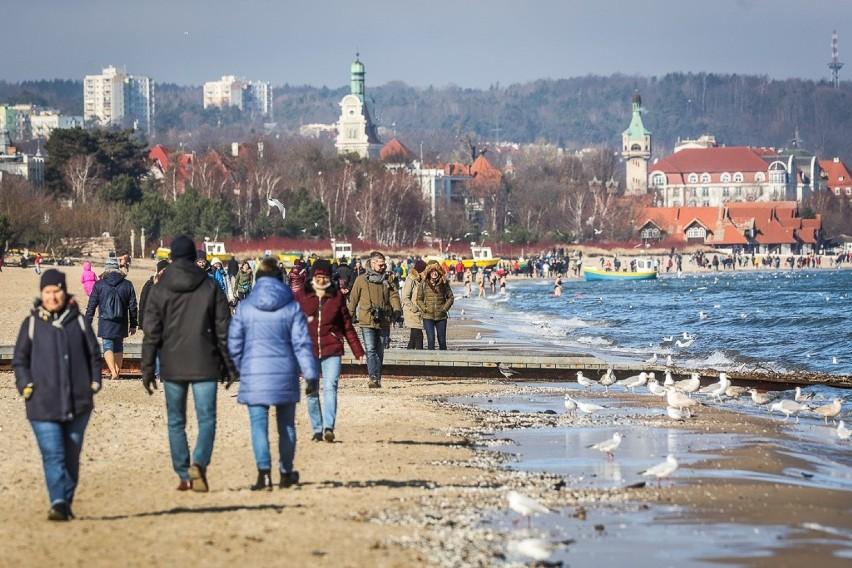 Wiosna zagościła w Sopocie już na dobre! W weekend pojawiły się tłumy spacerowiczów [zdjęcia]