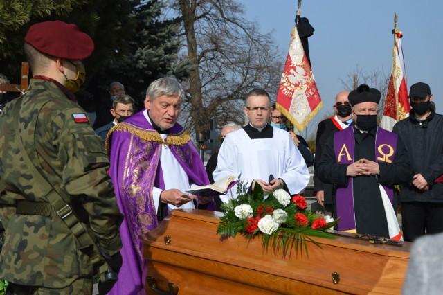 Uroczystości pogrzebowe Doroty Franaszkowej na cmentarzu w Proszowicach