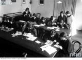 Dzień Nauczyciela na zdjęciach Narodowego Archiwum Cyfrowego. Jak dawniej świętowano ten dzień? [ZDJĘCIA]