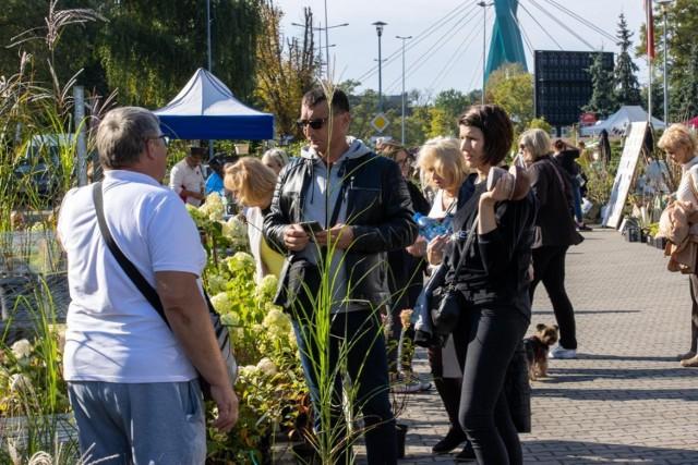 Przez dwa dni - sobotę i niedzielę, 25 i 26 września - przy hali Łuczniczka odbywał się w Bydgoszczy Jesienny Kiermasz Ogrodniczy
