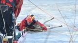 """Strażacy uratowali sarnę, która wpadła w """"pułapkę"""" rozmarzniętego Nogatu"""