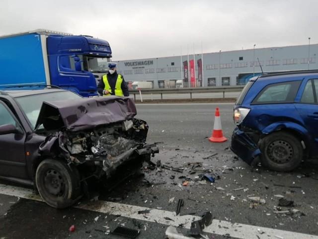 Wypadek na A2. Zderzyły się 3 samochody.   Kolejne zdjęcie --->