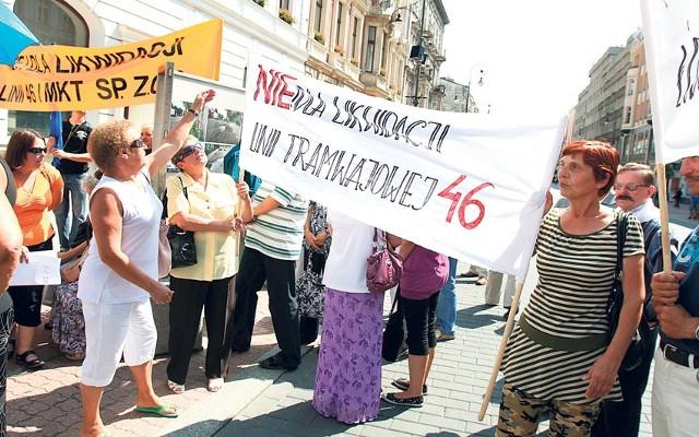 Mieszkańcy Ozorkowa i Zgierza przyjechali z plakatami, transparentami.