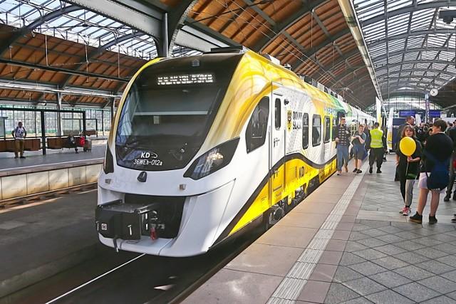 Koleje Dolnośląskie pokazały pasażerom najnowszy pociąg - hybrydowy Impuls II. Będzie jeździł z Wrocławia do Świdnicy