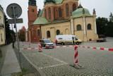 Przy katedrze w Poznaniu kierowcy mają spore kłopoty z parkowaniem, ale sytuacja ma się poprawić