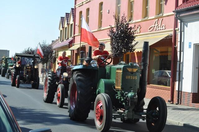 Na zdjęciach przypominamy paradę zabytkowych i nie tylko zabytkowych traktorów, która odbyła się w Książu Wielkopolskim podczas dożynek w 2015 roku