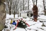 Chełm. Na cmentarzy żydowskim złożono kwiaty i symboliczny kamień. Zobacz zdjęcia