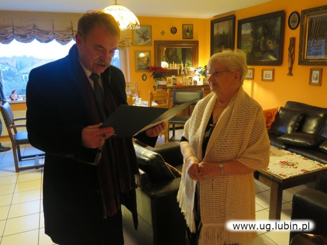Mimo wieku jest aktywna i pełna życia! Pani Halina świętowała 90. urodziny!