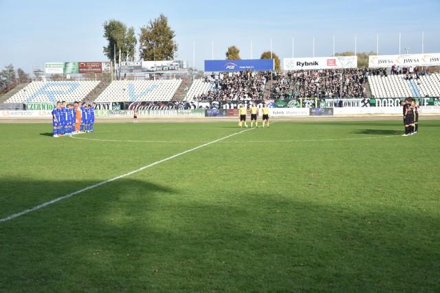 W meczu ROW-u Rybnik z Ruchem Chorzów, tradycyjnie już jak w przypadku derbowych pojedynków, kibice zdecydowali się na rozegranie własnych potyczek.