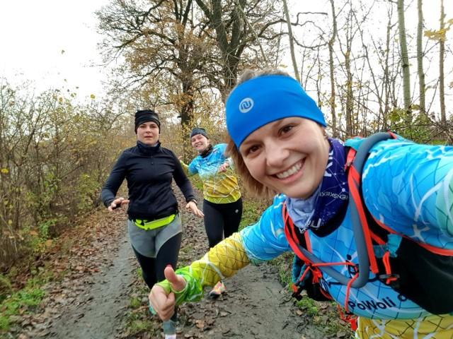 Z powodu pandemii o wspólnym starcie nie było oczywiście, ale amatorzy biegania w Brzeszczach i tak na swój sposób uczcili narodowe święto, rywalizując wirtualnie