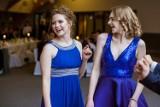 Studniówka (2020) uczniów z puckich szkół: zatańczyli maturzyści z Liceum Akademickiego w Pucku i Technikum Informatycznego w Pucku | FOTO