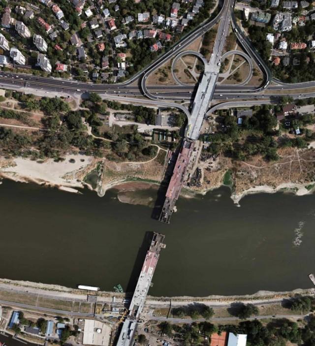 Prace na moście Łazienkowskim trwają. Chcą zdążyć do końca października