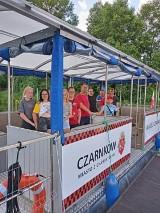 Pleszew. Grupa wychowanków z Domu Dziecka w Pleszewie po przejechaniu ponad 400 kilometrów dotarła nad polskie morze