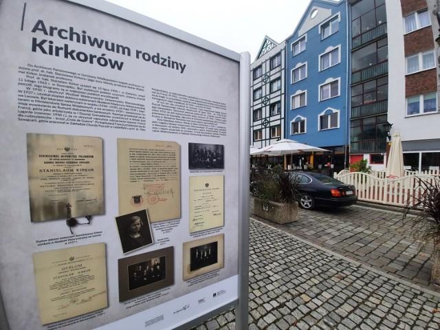 Wystawę można oglądać na Starym Rynku - od strony ul. Obotryckiej.