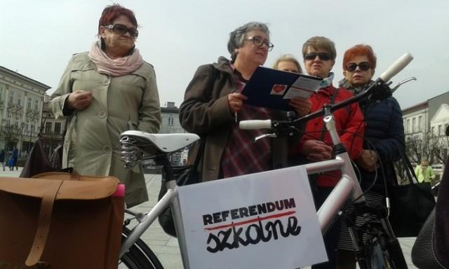 Podpisy w sprawie referendum zbierano na waodiwcim rynku przez kilka godzin