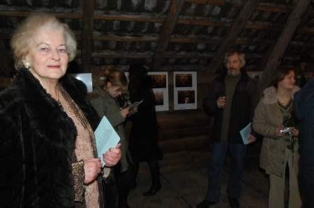 Otwarcie wystawy poplenerowej w Galerii Oczko w Męcikale. W tle Joanna i Sławomir Mankiewiczowie. Fot. Maria Sowisło