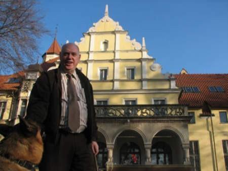 Ornontowicki pałac to dziś główne miejsce zamieszkania Jacka van Tilburga.