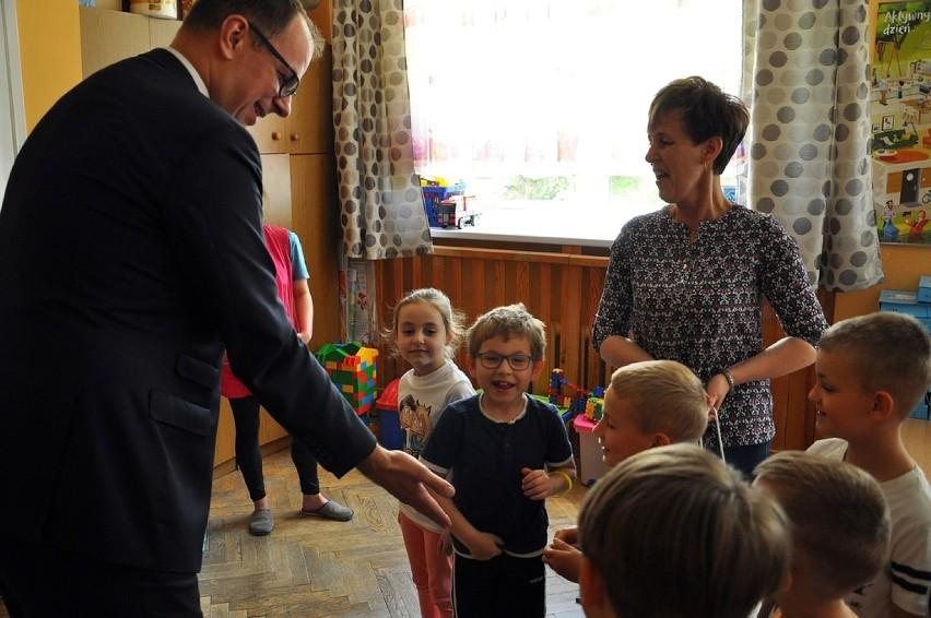 Dzień Dziecka w Przemyślu. Prezydent Wojciech Bakun odwiedził przedszkolaków [ZDJĘCIA]