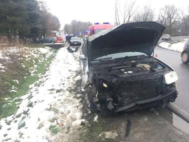 Passat został rozbity a kierowca jeepa trafił do szpitala