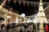 Iluminacja Świąteczna 2018 Warszawa. Tak pięknie nie było jeszcze nigdy. Miliony świateł rozbłysły w stolicy [ZDJĘCIA]