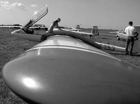 Kibice sportów lotniczych mogą obejrzeć zmagania najlepszych polskich szybowników. Foto: JAKUB MORKOWSKI