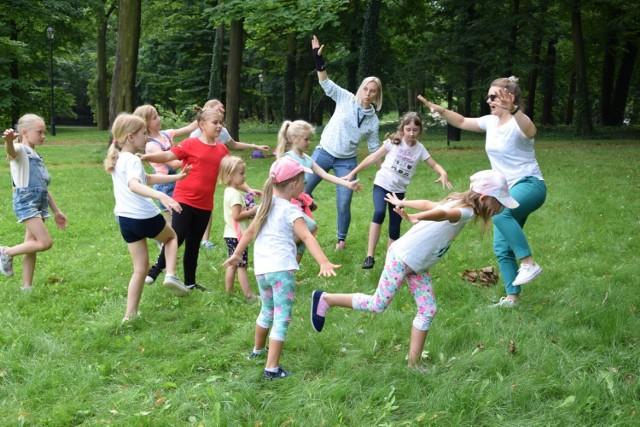 Dawne gry i zabawy w Parku Miejskim w Skierniewicach. Przypomniało je Centrum Kultury i Sztuki w Skierniewicach