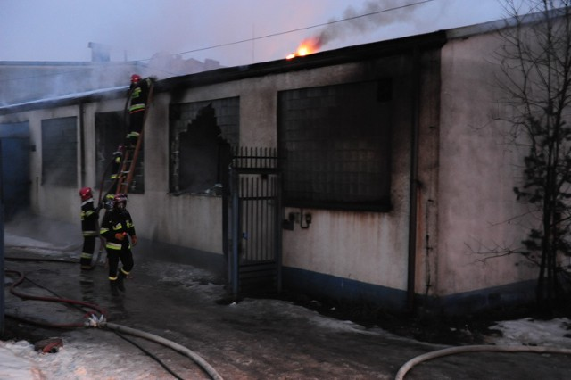Pożar hali produkcyjnej w Tychach.