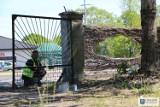 Młyn w okolicy uniejowskiego ronda przestanie straszyć, prace związane z porządkowaniem terenu trwają!