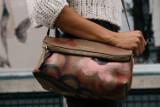Żory: 21-latek zatrzymany, bo... chodził z damską torebką. Ukradł ją ze sklepu