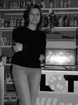 ? Klienci trafiają czasem ?piątki?, ale ?szóstka? padła u as po raz pierwszy ? mówi Marzena Stawiarska, która wraz z mężem prowadzi na Lisińcu punkt Lotto. Foto: VIOLETTA GRADEK