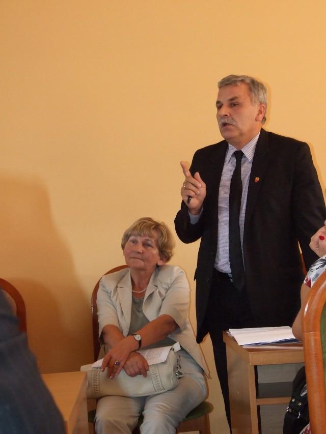 Do działań byłego burmistrza Krzysztof Piekarz i byłej skarbnik Stanisława Pol ma zastrzeżenia izba obrachunkowa, ale radni ocenili ich pracę pozytywnie