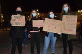 Strajk kobiet w Sanoku. 28 października na rynku protestowali mieszkańcy powiatu sanockiego [ZDJĘCIA, WIDEO]