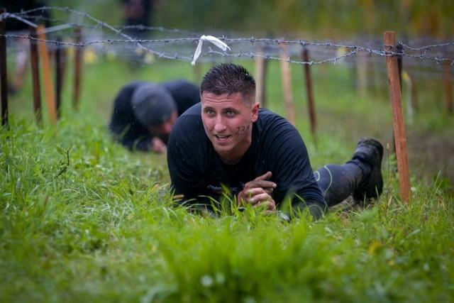 Michał Domaniak służy w Ochotniczej Straży Pożarnej w Mirowicach, ale jego pasją są także starty w ekstremalnych biegach. Tu podczas imprezy Hunt Run 18 września w Kozienicach.