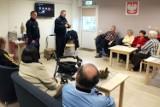 Seniorzy w Żorach: Policjanci rozdawali prezenty