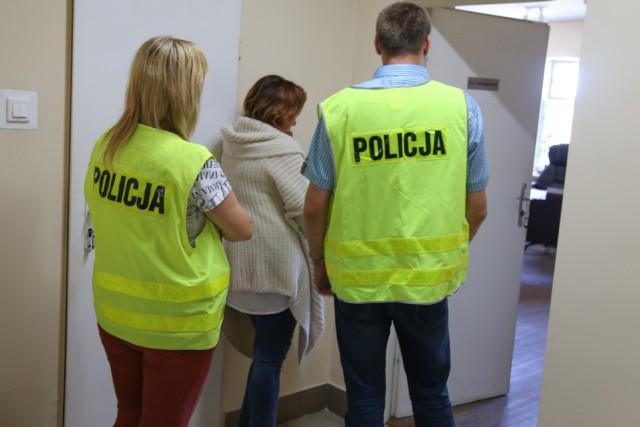 Wyłudzali kredyty. Wśród zatrzymanych jest 47-letnia  pracowniczka jednej z filii banku działającego na terenie Bydgoszczy i jej trzech pomagierów.