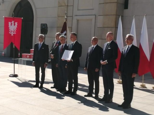 Prezydent Andrzej Duda przyjął od samorządowców apel ws. ustanowienia dnia 27 grudnia świętem państwowym